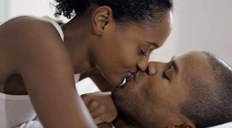 Kissing-couple-760-x-420